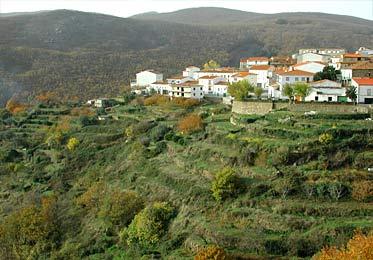 Barrado. Situado en un pequeño valle entre el Valle del Jerte y la comarca de la Vera