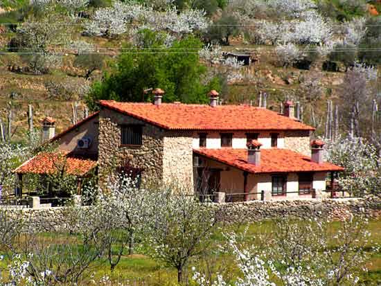 Casa rural la ca ada del valle del jerte fachada este - Casa rural para 2 ...