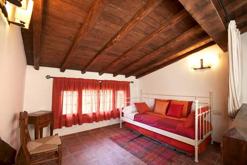 Casa rural para 8 personas zona abuhardillada abierta - Casa rural casavieja ...
